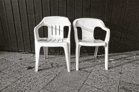 Balkonmobel Lounge Gunstig : Wie oder mit was reinigt man weiße Plastik  Stühle, Bänke am